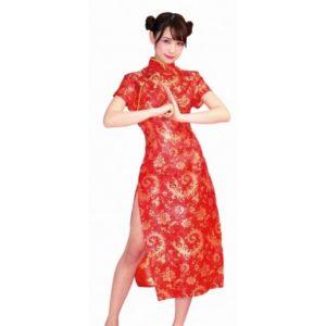 チャイナ服を着た女性